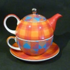 teapot with cup